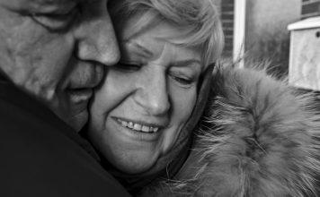 Los efectos de cuidar de familiares dependientes y cómo trabajarlo
