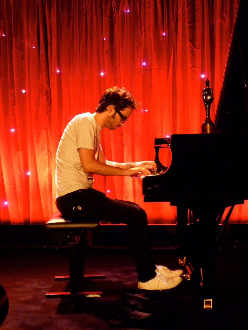1024px James rhodes pianist - James Rhodes: el pianista de la psicología